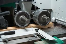 Holz in Maschine - Holzverarbeitung